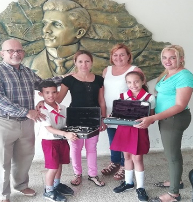 Eduard Pelaez and Lidiana Perez receive their donated clarinets in Camagüey